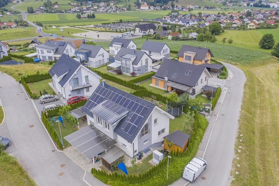 Pohľad zhora na solárne panely